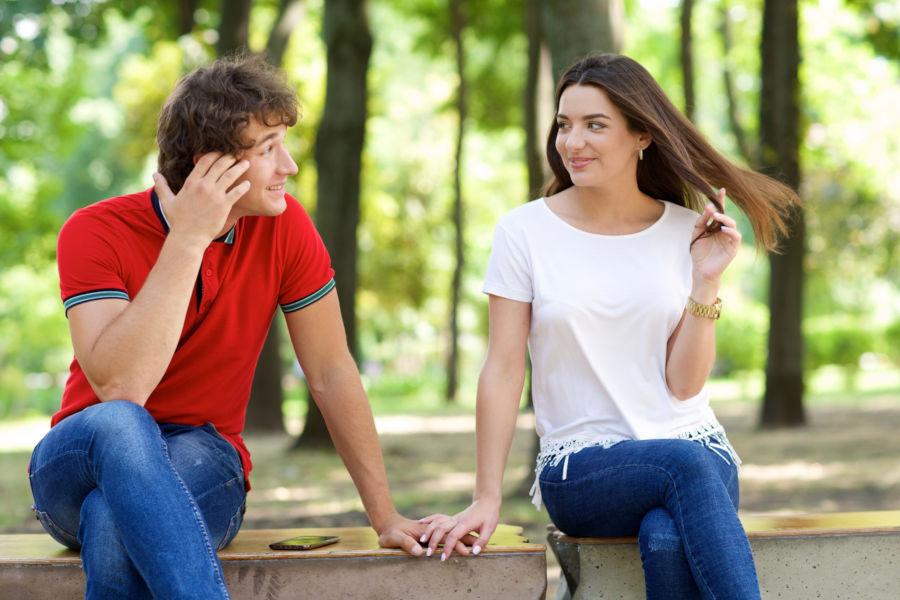 恋愛対象にもなる!話しやすい女性の特徴とは?